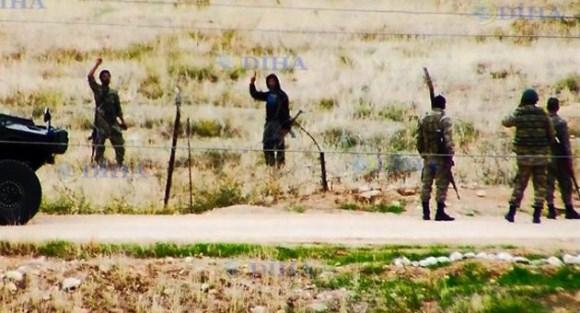 تصاویری از دیدار و گفتگوی سربازان ارتش ترکیه با تروریست های داعش