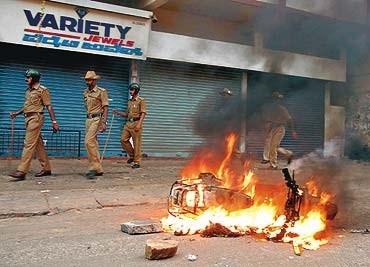 بزرگ ترین نزاع قومی در جمهوری فدراتیو هند: صدها کشته و زخمی، 5 هزار آوار
