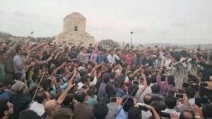 گردهمایی هزاران تن از شهروندان در پاسارگاد؛ بنیانگذار «کشور» گرامی داشته شد