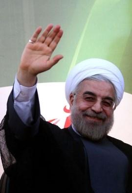واکنش غیرمستقیم روحانی به تحرکات هفته های اخیر: گسترش زبان فارسی وظیفه ملی، انقلابی و دینی است