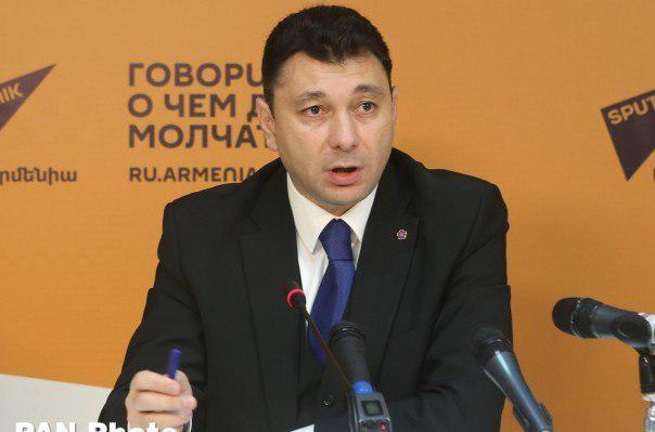 نائب ریس پارلمان ارمنستان:باشگاه منچستر یونایتد 40 سال بزرگتر از کشور جمهوری باکو است