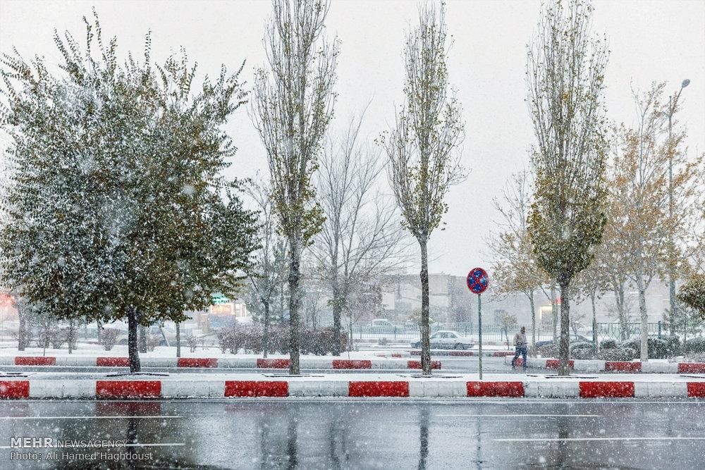 تبریزی ها در برف و باران نیز گرفتارند