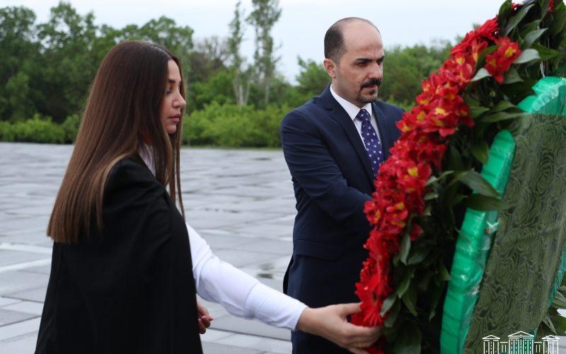 ادای احترام هیئت نمایندگان پارلمان عراق در بنای یادبود نسل کشی ارمنیان